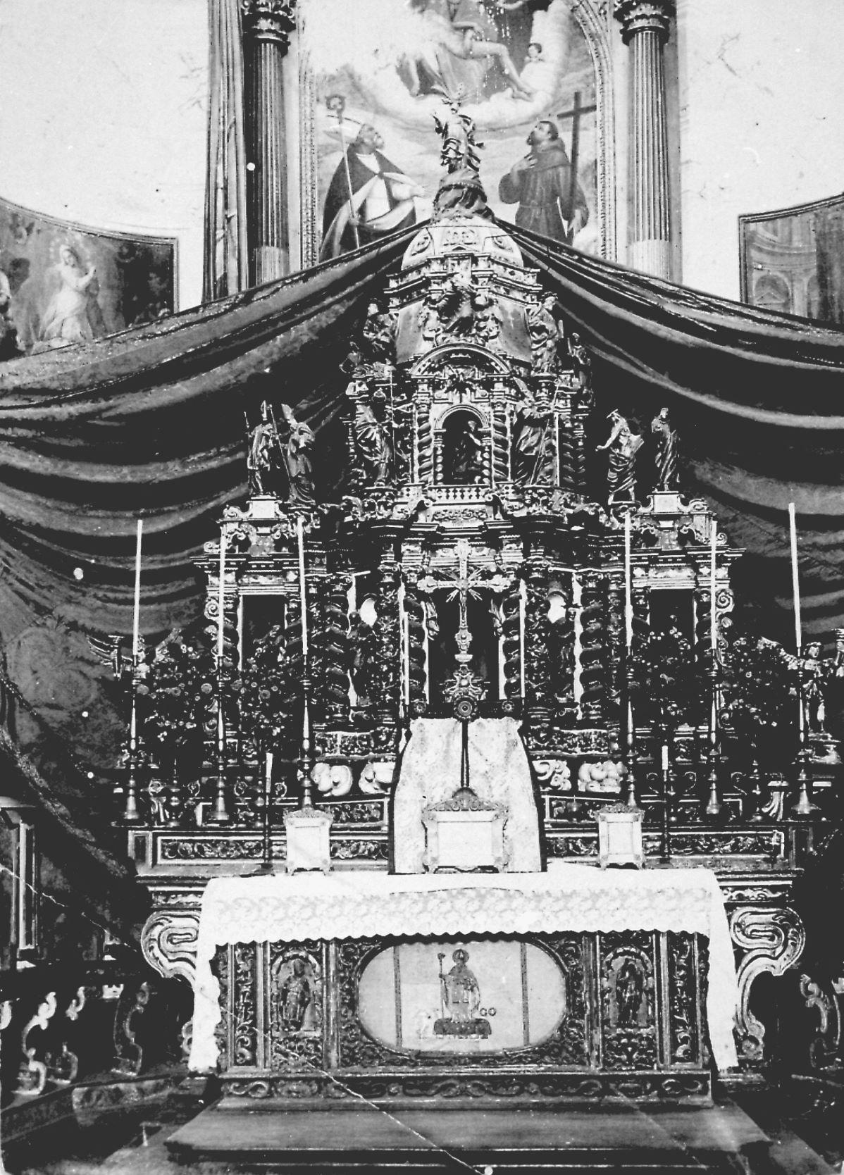 Altare maggiore della chiesa di Bueggio distrutto dal disastro
