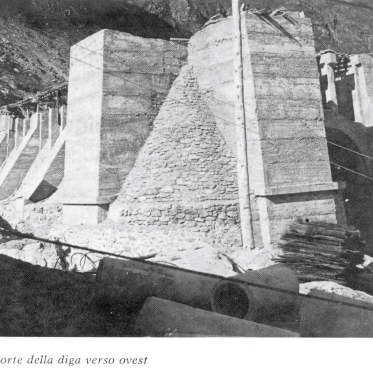 Contrafforte della diga verso ovest