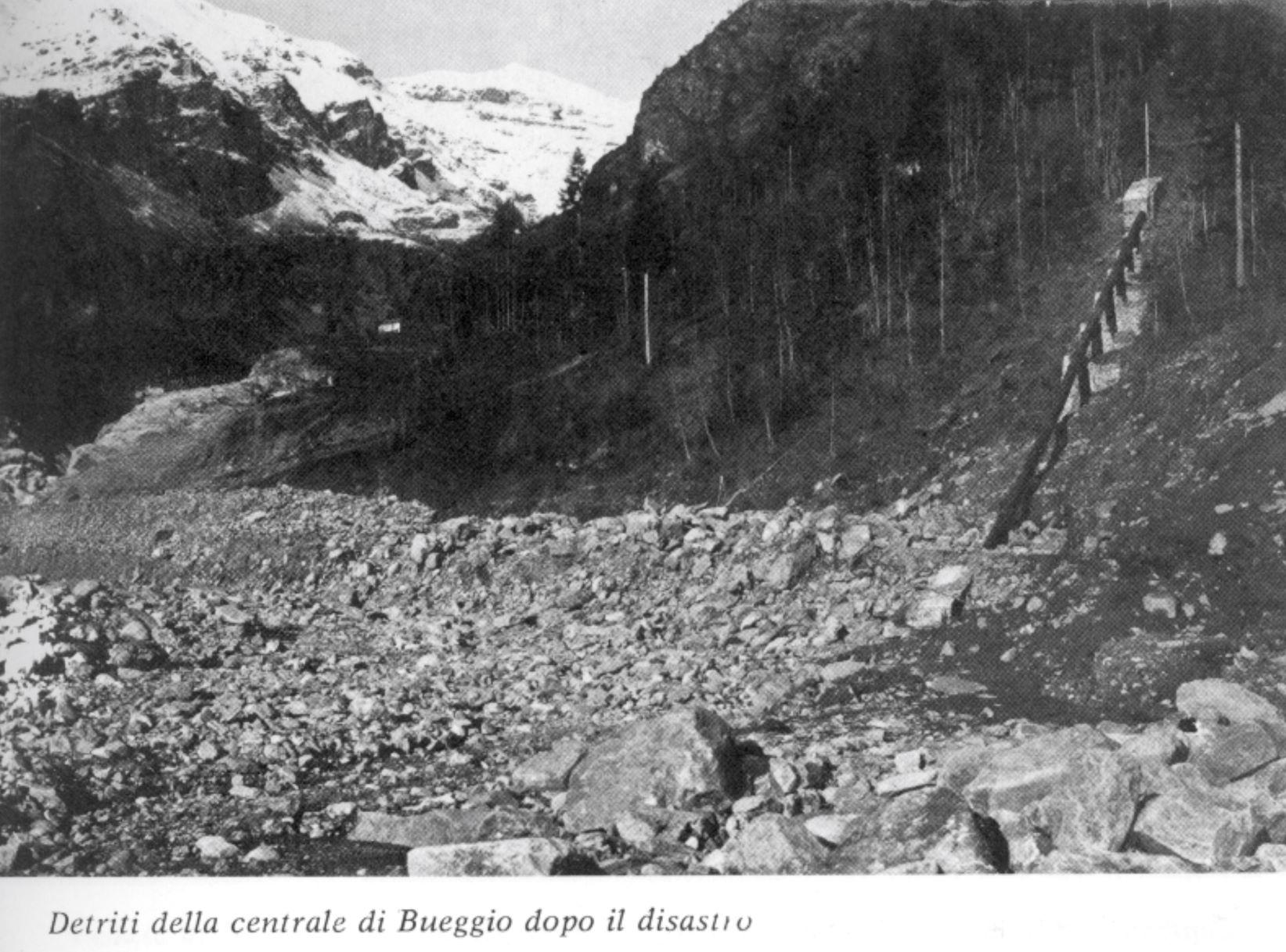 Detriti della centrale di Bueggio dopo il disastro