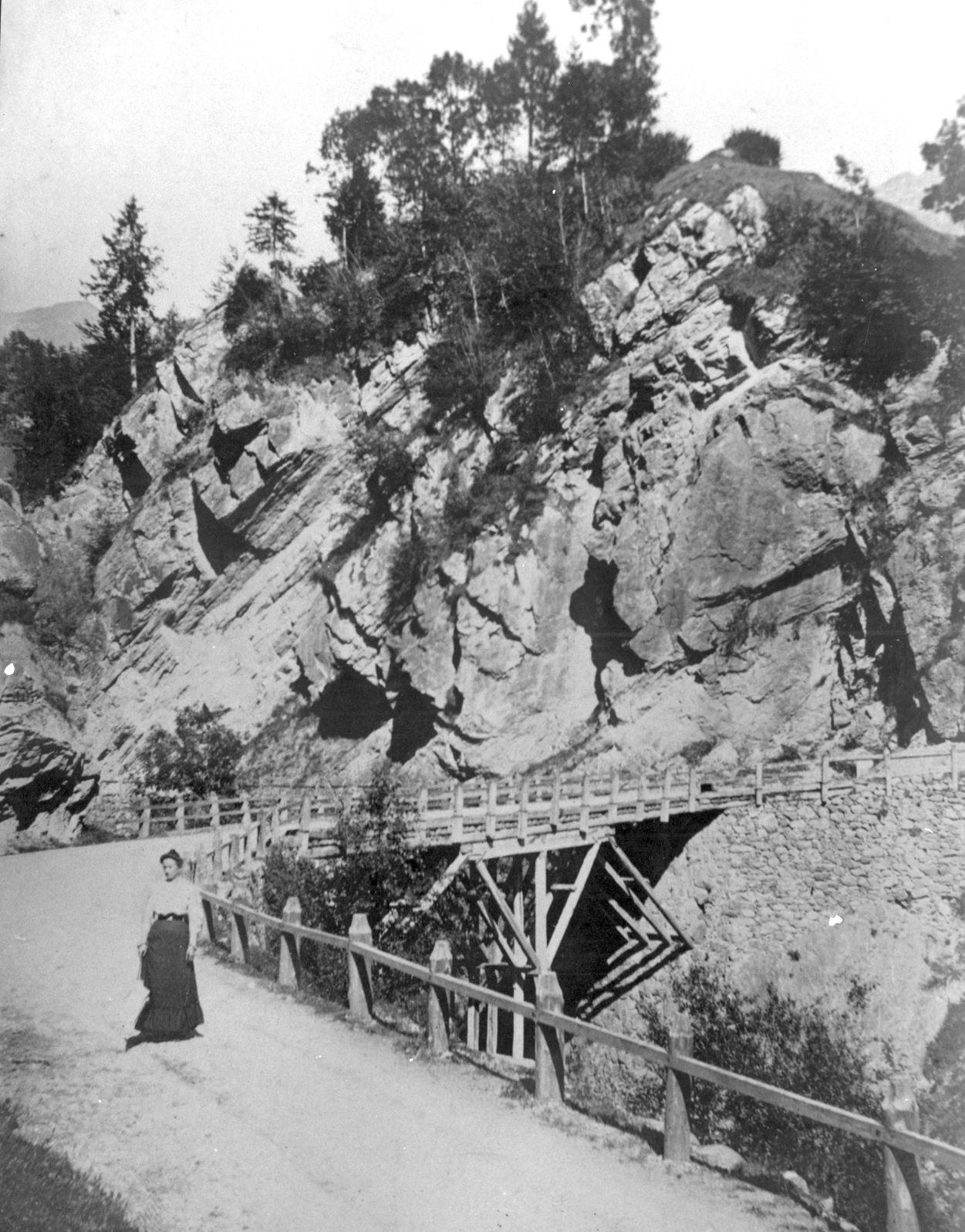 Il ponte sul torrente Povo prima del disastro