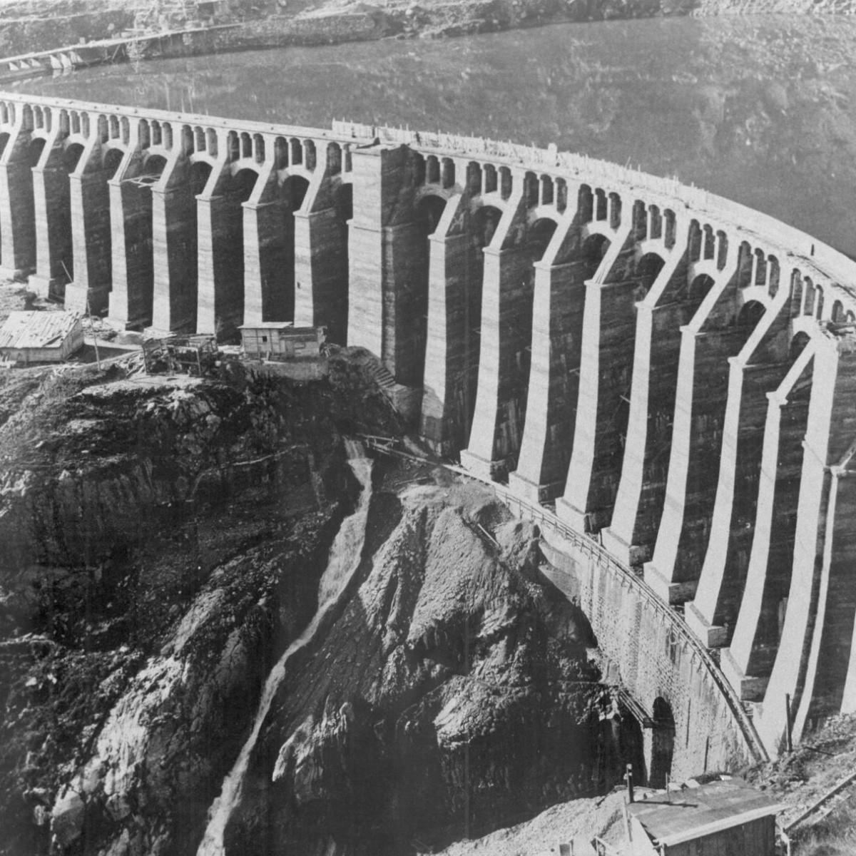 La diga terminata nell'ottobre del 1923