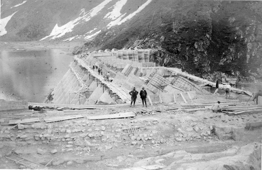 la diga in costruzione