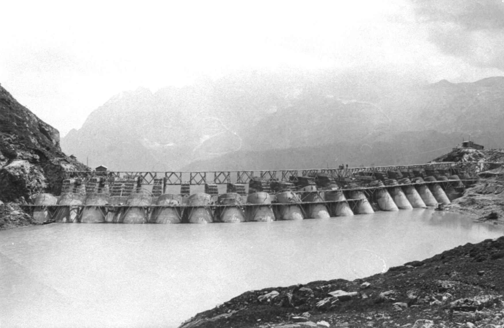 Piloni ed archi visti dal bacino