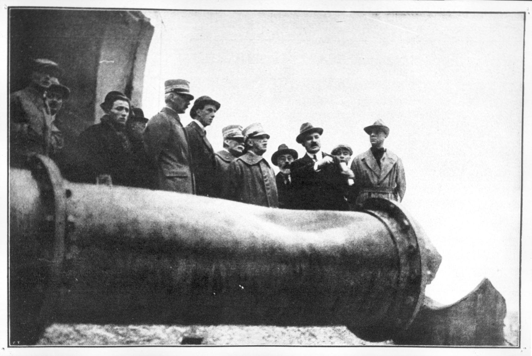 Re Vittorio Emanuele III visita i luoghi della sventura