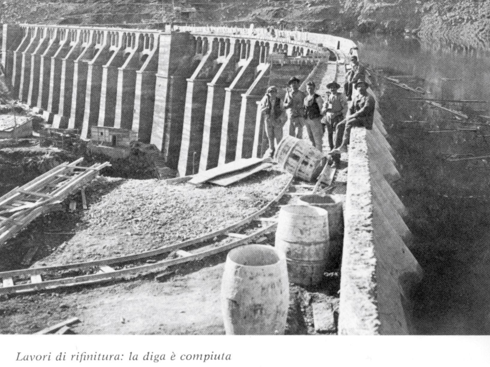 Veduta laterale della diga finita (2)