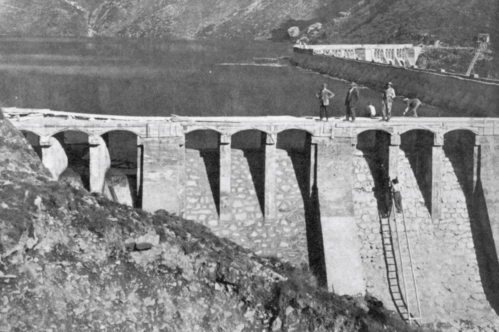 Veduta laterale della diga finita